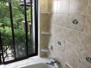茅ヶ崎市T様邸 浴室コーナーラック取り付け、ミラー交換工事 After1